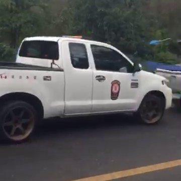 รถบัสนักเรียนพลิกคว่ำที่สระบุรี เจ็บ 40 คน