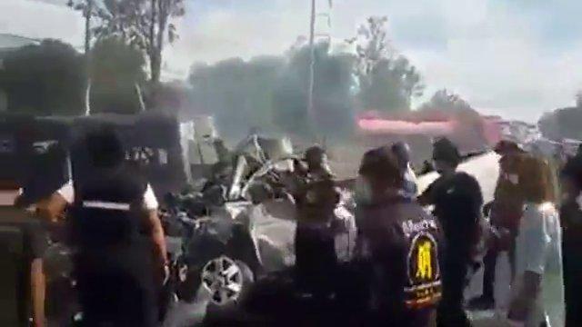 รถตู้ประสานงากระบะ จ.ชลบุรี เสียชีวิต 25