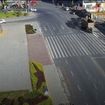 อุบัติเหตุที่จีน..รถผสมปูนเสียหลักพลิกคว่ำ