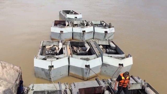 กองทัพเรือติดตั้งเรือผลักดันน้ำแก้ปัญหาอุทกภัย จ.เพชรบุรี