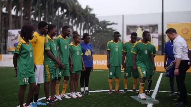 """""""ไนจีเรีย"""" สร้างสนามฟุตบอลใช้พลังงานวิ่งของนักเตะ-แสงอาทิตย์แห่งแรกของแอฟริกา"""