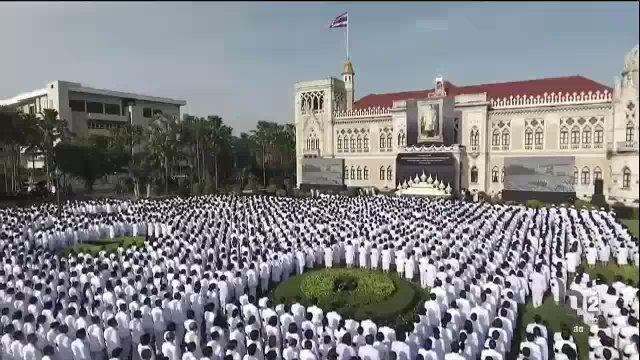 """""""รวมพลังแห่งความภักดี"""" ทั่วไทย นายกฯ นำถวายสัตย์ปฏิญาณ-ร้องเพลงสรรเสริญพระบารมี"""