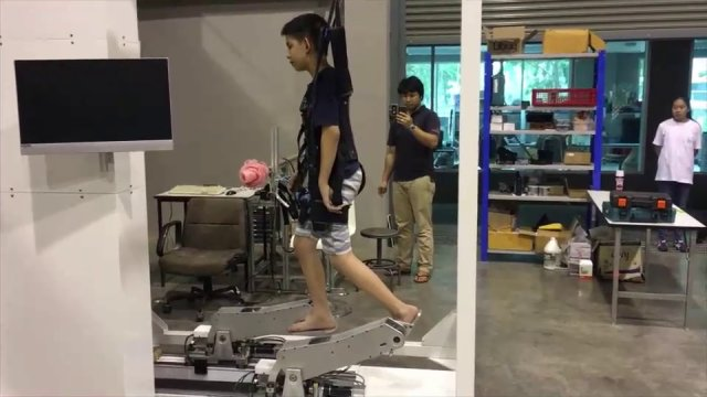 สาธิตหุ่นยนต์ช่วยฟื้นฟูคนพิการ