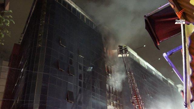 """ไฟไหม้ร้านขายเสื้อผ้าใน """"โบ้เบ้"""" ปิดอาคารชั่วคราว"""