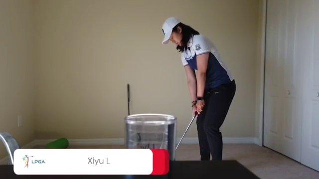 หลิน ชีอวี้ นักกอล์ฟจีนโชว์ความสามารถตีกอล์ฟลงแก้ว